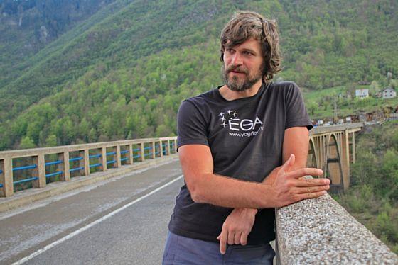 Преподаватель йоги Вадим Попов